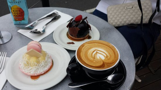 Daci and Daci Bakers: Coffee and cakes were delicious