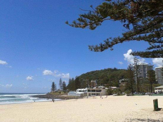 Burleigh Beach Tourist Park : Beach