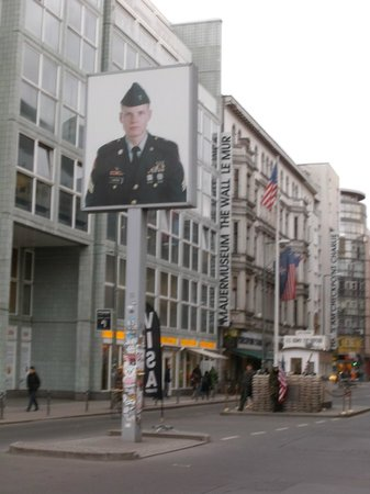Free Berlin Tours: Checkpoint Charlie