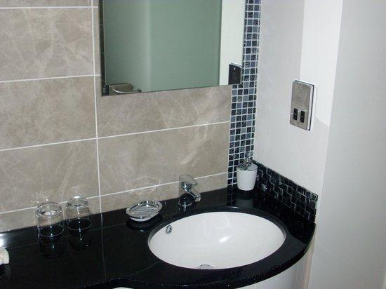 Farnham Hotel: luxury king double ( bathroom )
