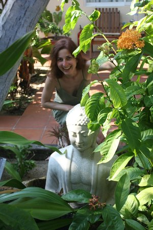 Xin Chao Hotel: Me and Buddha hiding in the plants near the swimming pool