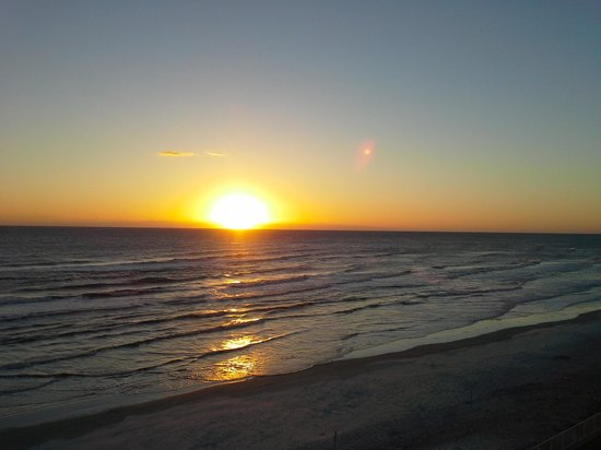 Ocean Trillium Suites: sunset over nsb