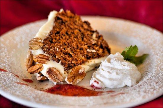 Gisters Restaurant: HOMEMADE CARROT CAKE