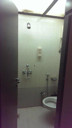 7 Flags International : Bathroom - 1