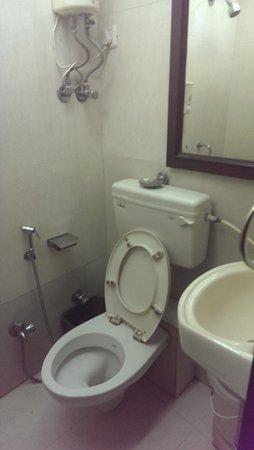 Fabhotel 7 Flags International : Bathroom-2