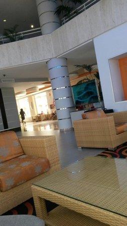 ClubHotel Riu Costa del Sol : Sitting area next to reception