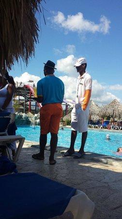 Sirenis Punta Cana Resort Casino & Aquagames: Lifegaurd on weekend talking to buddies instead of pool