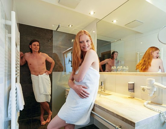 Hotel Enzian: Bath room