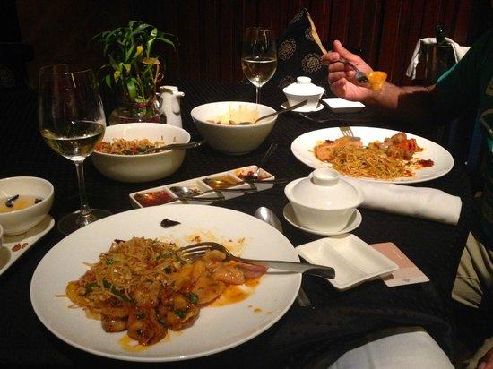 Piccadily Hotel New Delhi: Chynna Gold