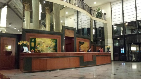 Hilton Hanoi Opera : HILTON HANOI LOBBY