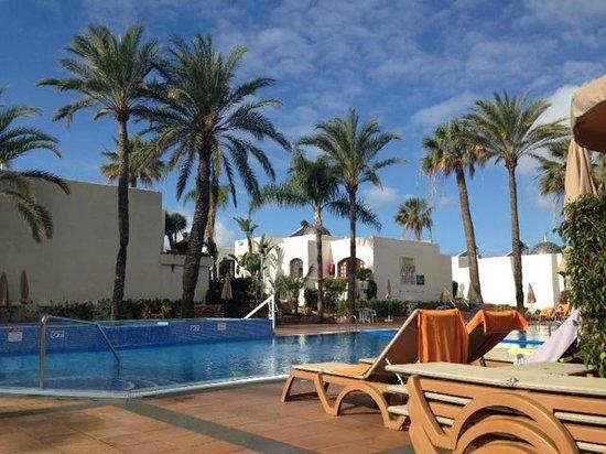HD Parque Cristobal Tenerife: Pool area 1