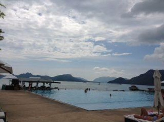 The Westin Langkawi Resort & Spa : The infinity pool- not quite as perfect looking as on the website but still nice