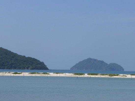 Angkana Hotel Bungalows: Vu plage