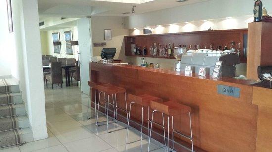 Hotel Le Petit Piaf: Bar