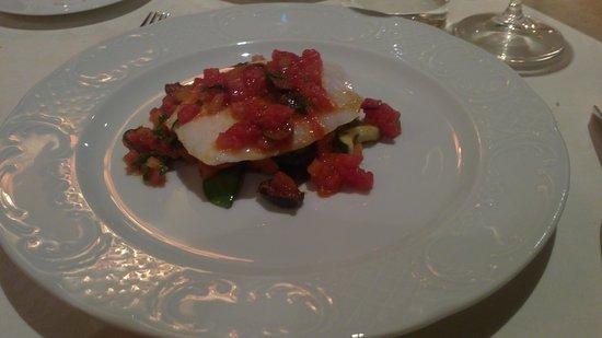 Carlo magno : branzino con salsa mediterranea