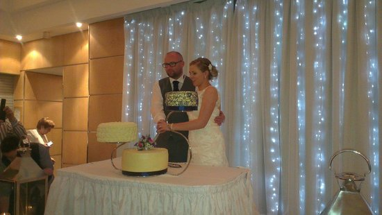 Rosspark Hotel: Cutting the cake.