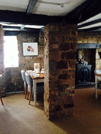 Tudor Farmhouse Hotel : Breakfast room