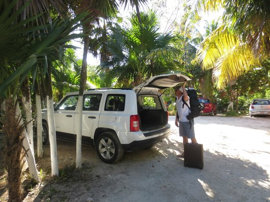 Om Tulum Hotel Cabanas and Beach Club: Free parking just across the access street