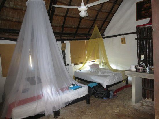 Om Tulum Hotel Cabanas and Beach Club: Cosy beds with mosquito nets