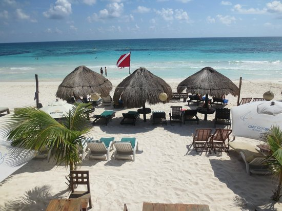 Om Tulum Hotel Cabanas and Beach Club: View of the beach from the restaurant