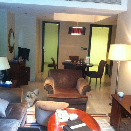 Marriott Suites Pune: Living room