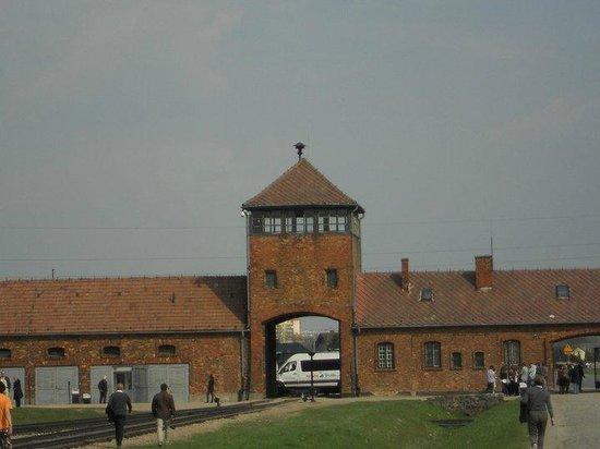 Staatliches Museum Auschwitz-Birkenau: entrance to Birkenau
