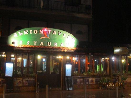 Alkion Tavern : Alkion at night