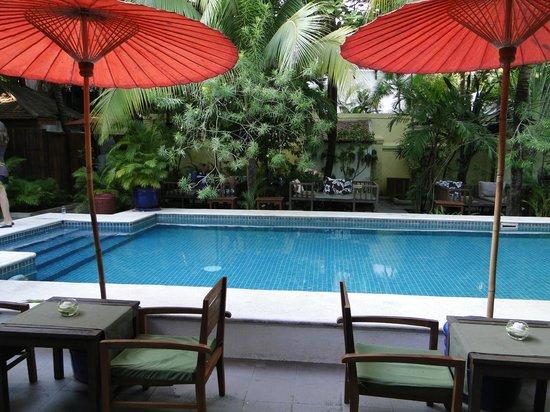 The Pavilion: restaurant au bord de la piscine
