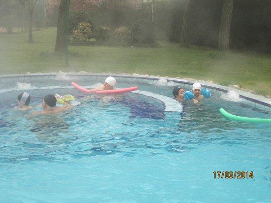 Terme Milano Hotel : Bagno nella piscina esterna in una nebbiosa mattina di marzo