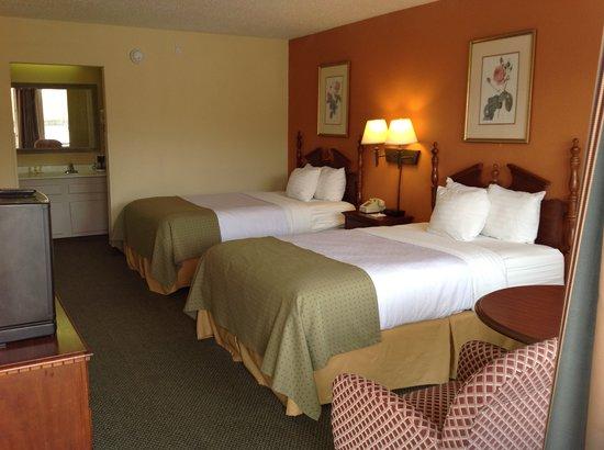 Days Inn Perry Near Fairgrounds: Double bed room