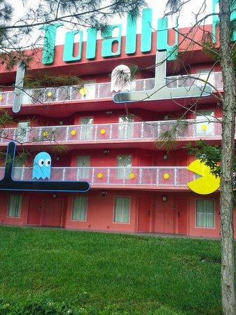 Disney's Pop Century Resort : 80's Building