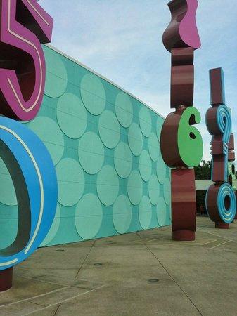 Disney's Pop Century Resort : Classic Hall (main building)