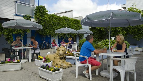 Kings Arms Hotel: Courtyard Dining