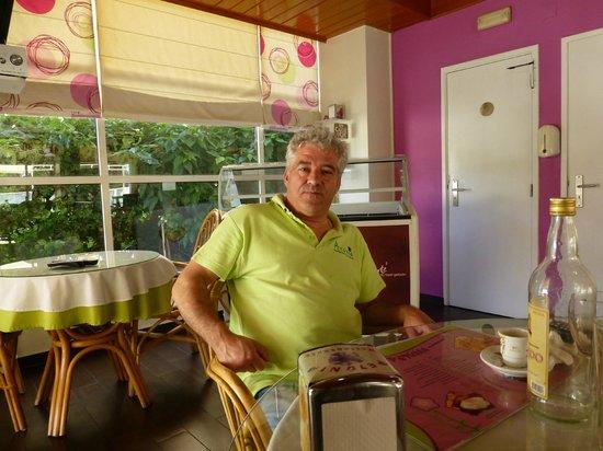Petunia: O Manuel Veloso, um amigo.
