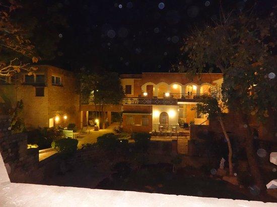Hotel Inn Season: at night