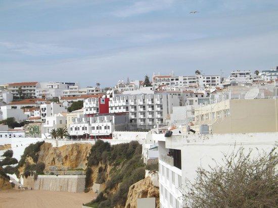 Rocamar Exclusive Hotel & Spa: Hotel Rocamar on edge of cliff and esplanade