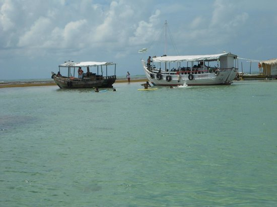 Morere: Barcos que chegam de vários lugares...
