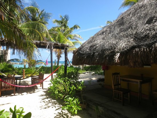 Hotel Villa Kiin: Rustic cabanas with hammock garden close to the beach