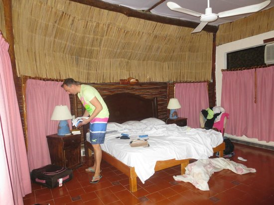 Hotel Villa Kiin: Simple but clean room (cabana)