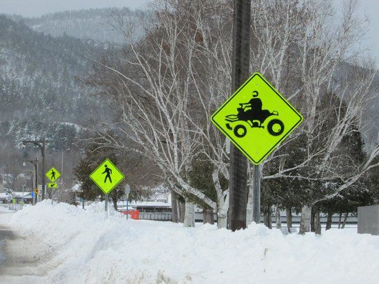 Super 8 Lake George/Downtown : snowmobiling and fishing on the lake