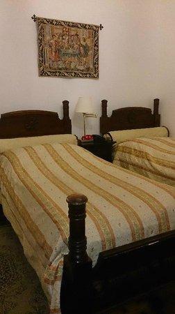 Hotel Ruze : 小さめベット