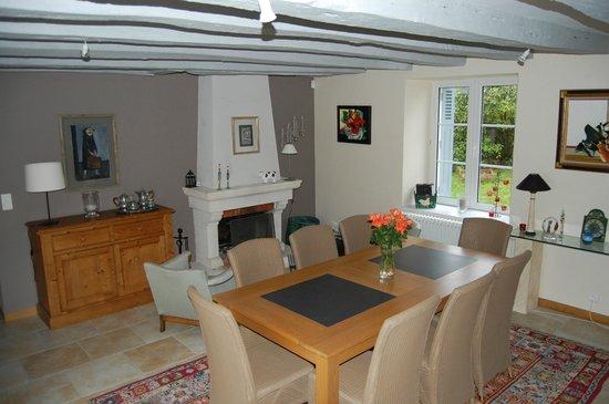 Ombrienne Chambres d'Hôtes : salle à manger