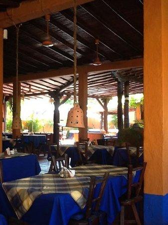 Costa Linda Beach : dining area