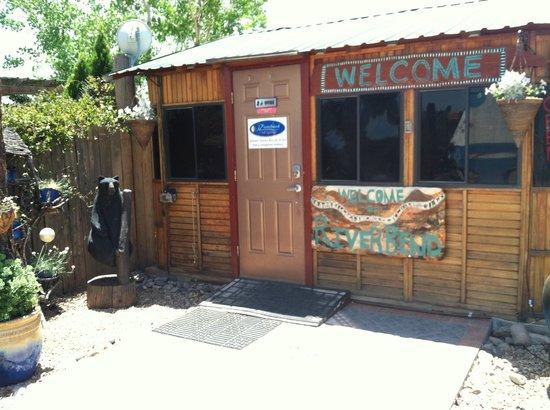 Riverbend Hot Springs: Front door to office