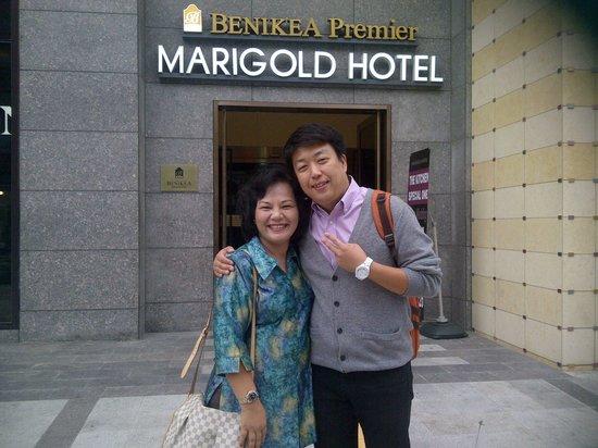 Benikea Premier Marigold Hotel: Aku dan Ass.tour guide