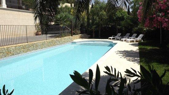 Piscine avec plage immerg e picture of villa maolni b b for Photo piscine avec plage