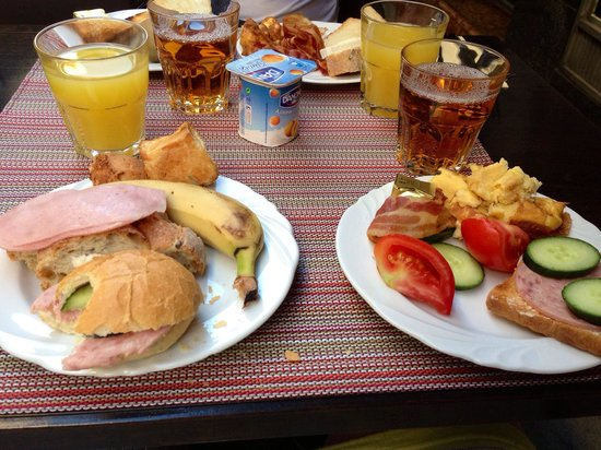 City Hotel Pilvax: At the breakfast you had all you need! Delicious. It was awesome to eat your breakfast at the te