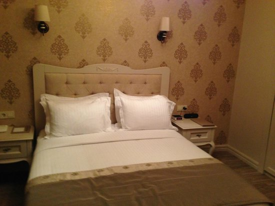 Louis Appartements Galata: The bed