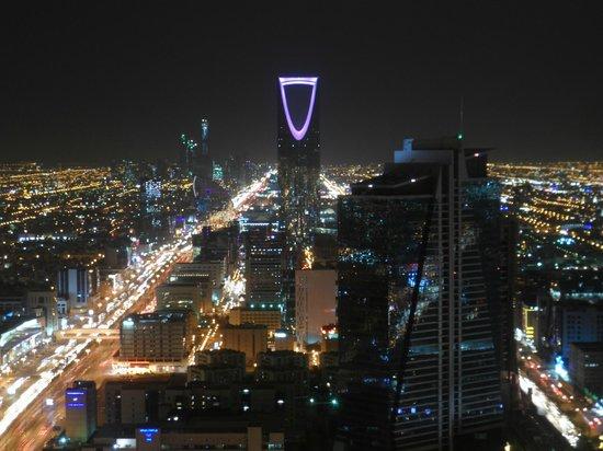 Centro Al Faisaliyah: View of Riyadh at night