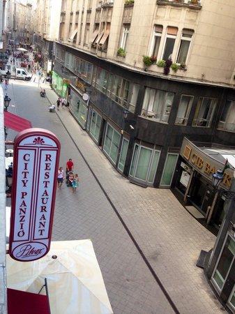 City Hotel Pilvax: Quiet steet